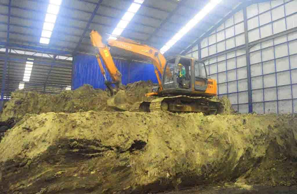 multihanna kreasindo pengolah limbah b3 excavator